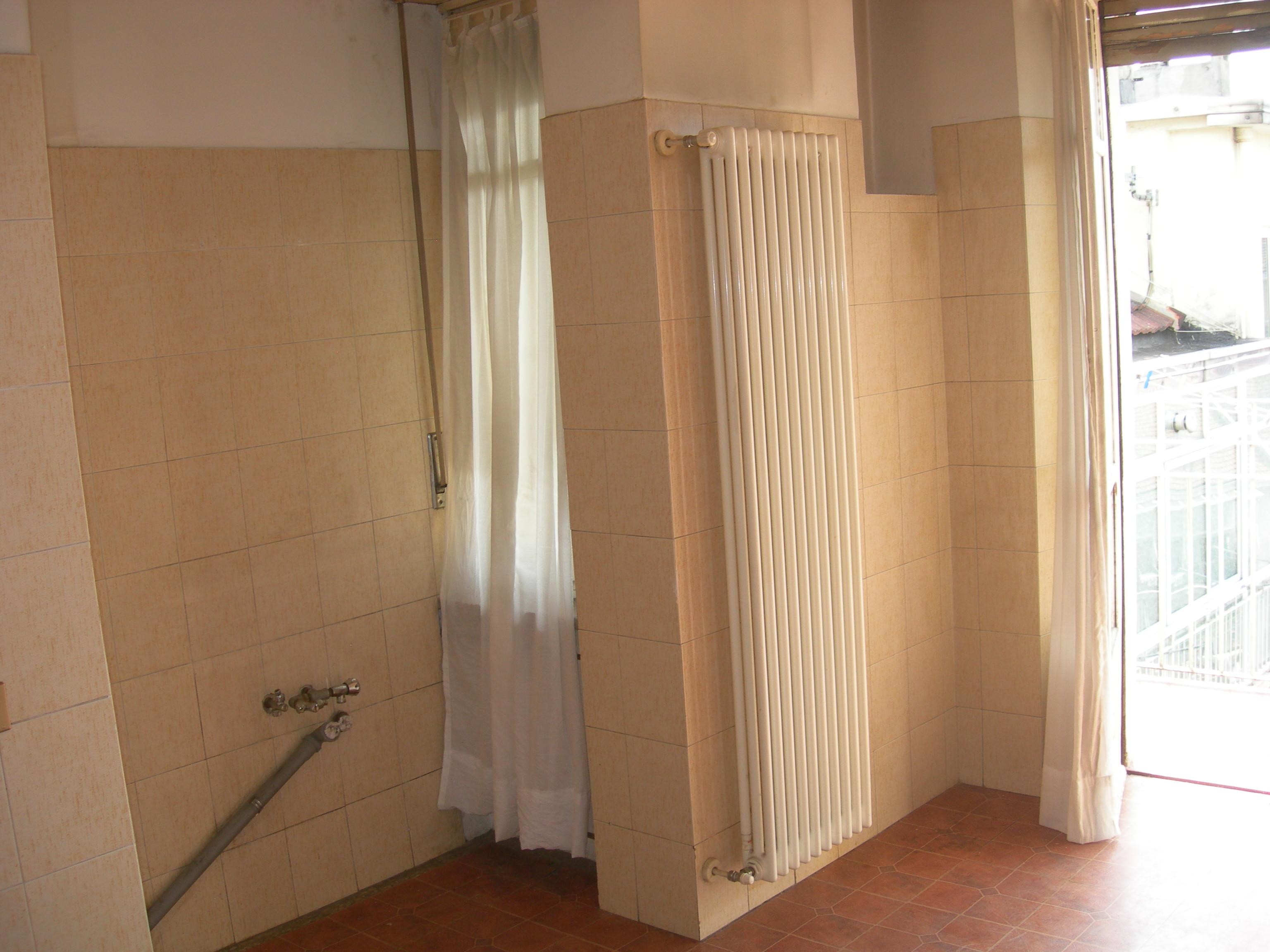 Progetto bagno con piastrelle effetto pietra edilcom - Bagno con pietra ...