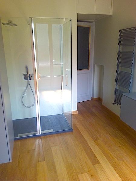 Bagni moderni con pareti in resina edilcom fancelli - Pareti doccia in resina ...